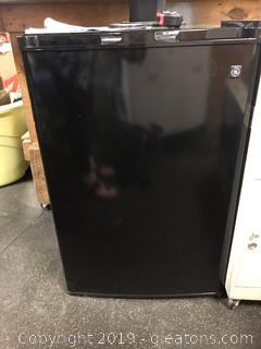 Mini Fridge Dorm Size 30""