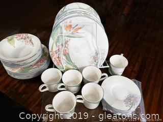 Nice Set Of Everyday Dishes New Decade By: Noritake