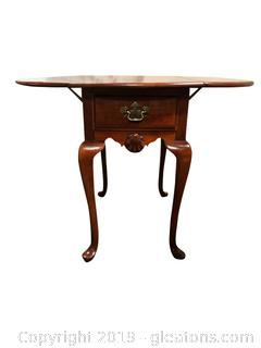 Nice Drop Leaf  End Table