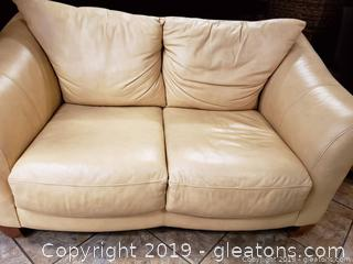 Cream Leather Love Seat in Good Condition