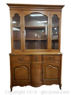 "Vtg. ""Bassett Furniture"" Lovely China Cabinet"