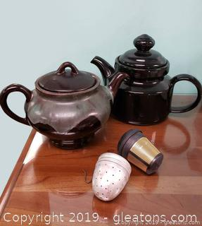 Set Of (2) Teapots With Strainers