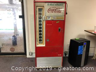 Working and with KEY Vintage Coca Cola Machine Model 590A Serial 906 3818 Coin-Operated