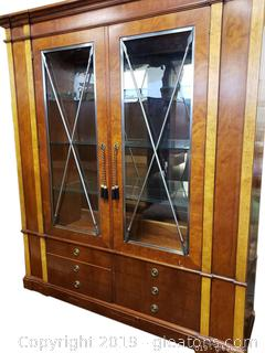 Absoloutly Stunning Henerdon Large Display China Cabinet