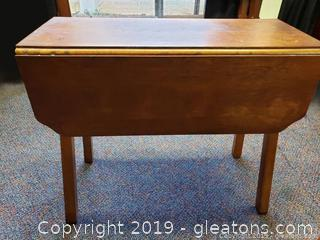 Small Dinnete Table Drop Leaf