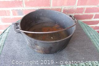 Vintage 5 Quart Wagner Ware Cast Iron Stock Pot Made in the USA / Needs at Bit of a Cleaning