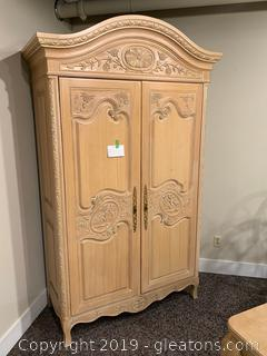 Hekman Armoire / Wardrobe - Beautiful Detail