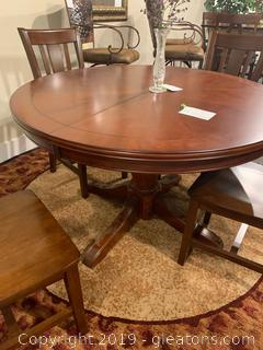 Very Nice Wood Pedestal Dining Table and 4 Chairs
