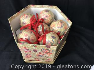 12 Victorian ornaments with matching box
