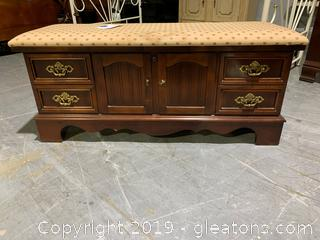 Lane Cedar Chest With Cushion Top