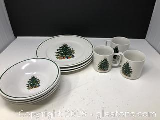 Badcock Christmas Tree Dinnerware 10  Pieces