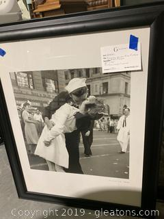 Famous VJ Day Kiss photo in Black Frame (Victory in Japan)