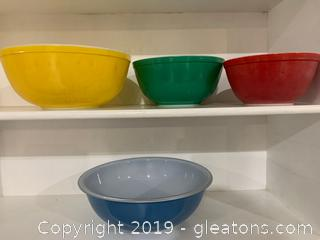 Primary Pyrex Nesting Bowls