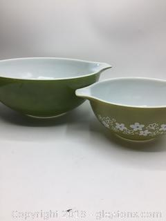 Pyrex Verde Green Mixing Bowl and Crazy Daisy Green and White Mixing Bowl