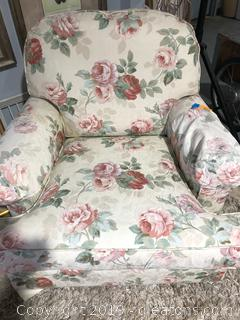 Ethan Allen Swivel Arm Chair in Excellent Condition