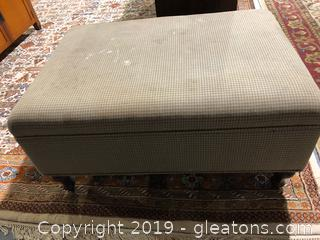 Traditional Style Storage Ottoman with Extra Fabric