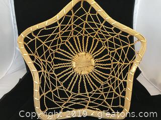 Star shaped gold wire basket