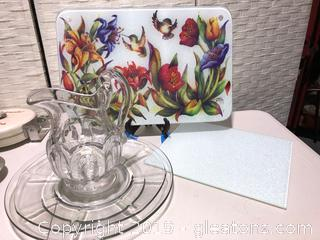Lot with Glass Pitcher and Two Round Plates