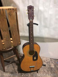 Mini Vintage Acousticle Guitar