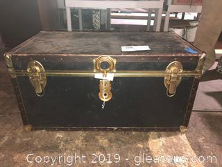 Vintage Trunk with Two Pro Power Outlets