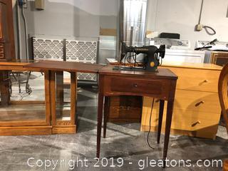 Vintage Singer Sewing Machine W/Cabinet