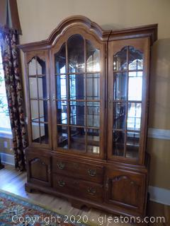 Thomasville Lighted China Cabinet and Hutch