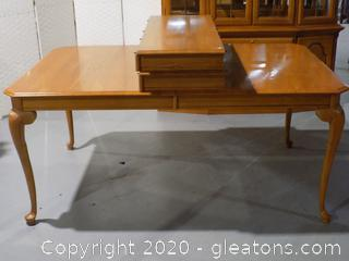 Sumter Furniture Wooden Table with 2 Leaves