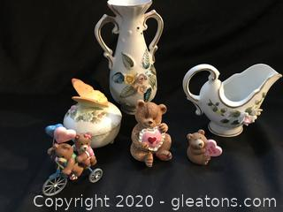 3 Porcelian pieces and three little bears