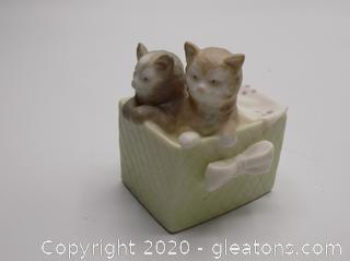 2 Kittens in a Box by Golden Memories Handmade in Spain