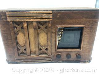 Vintage Wooden Tube Radio