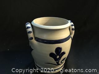 Williamsburg pottery vase or planter