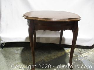 Round French Provincial Wood End Table (a)
