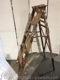 DIY Vintage Wooden Ladder