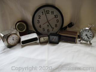 Lot of Clocks (8)
