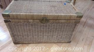 LARGE STRAW TRUNK