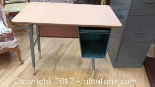 METAL SHOOL DESK WITH STORAGE SPACE