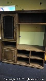 ENTERTAINMENT CENTER WITH DOOR UP TOP
