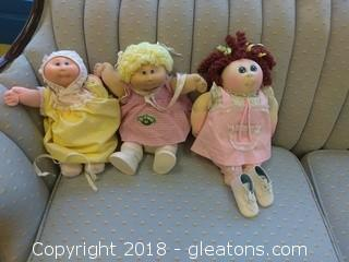 THREE SIGNED CABBAGE PATCH DOLLS