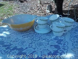 Pyrex Large Mixing Bowl Crazy Daisy Cups Saucers