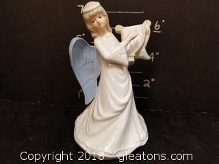 Mann Angel Musical Statue
