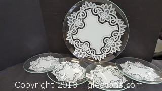 Set Of (5) Glass Plates With Doilies New In Box