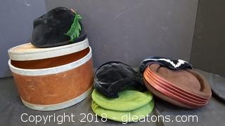 Vintage Wooden/Metal Hat Box With (5) Vintage Ladies Hats