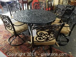 High End Metal Outdoor Table with 6 Chairs - Excellent Condition