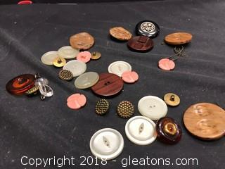 Collection Of 30 Assorted Vintage Buttons