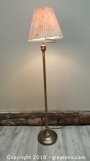 Reading Lamp W/Swing Arm