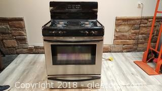 Frigidaire Gas Stove W/Stainless Front (4) Burner