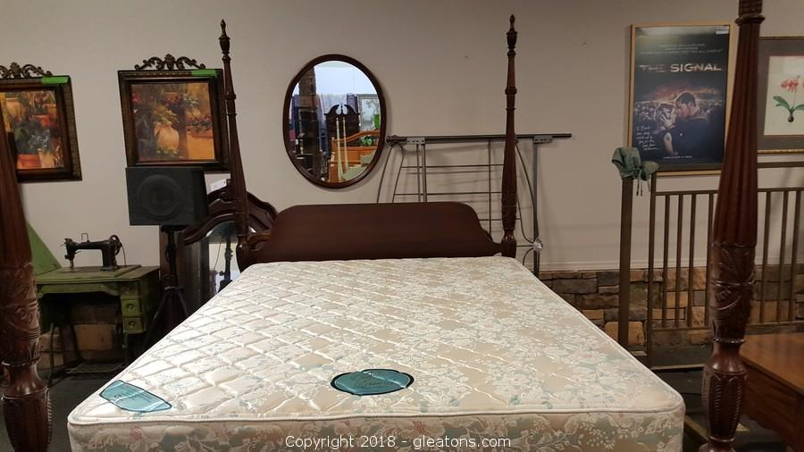 Gleaton S The Marketplace Auction High End Furniture And Clothes