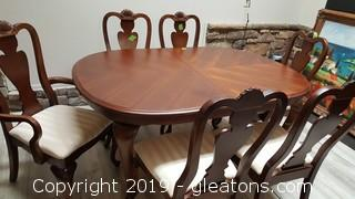 Very Nice Broyhill Table W/6 Chairs Gently Used With Shell Carved Decor