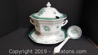 "Wedgewood ""Mount Vernon"" Soup Tureen With Tray, And Ladle"