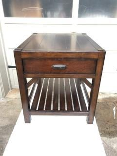 High End Thomasville Wanderlust End Table.  Excellent Condition